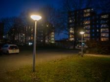 Nieuwe eigenaar pand kinderopvang Apeldoorn wil verspillende parkeerlichten graag doven, maar waar is de schakelaar?