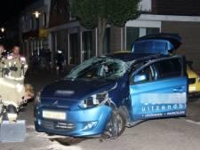 Auto slaat over de kop bij ongeval in Hoek