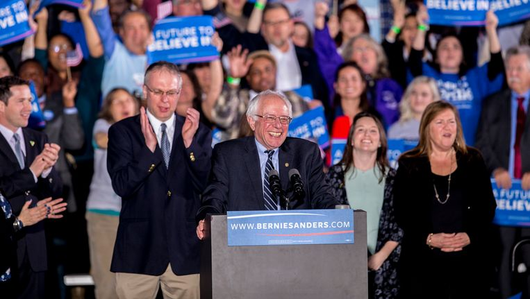Bernie Sanders heeft na New Hampshire elke reden om te lachen. Beeld Photo News