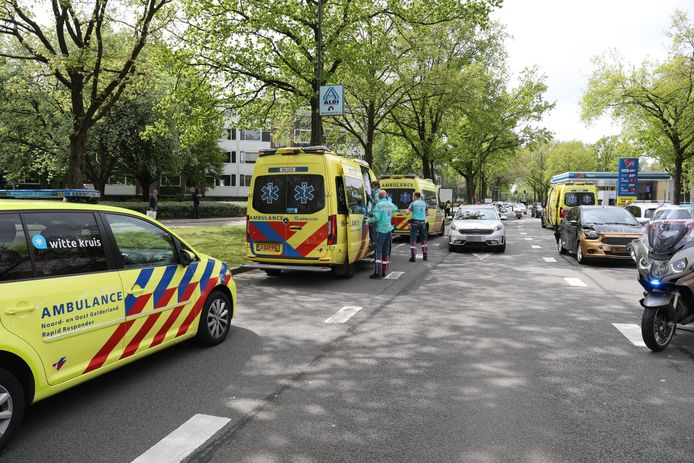 In totaal kwamen vier ambulance de betrokkenen van het ongeval te hulp.