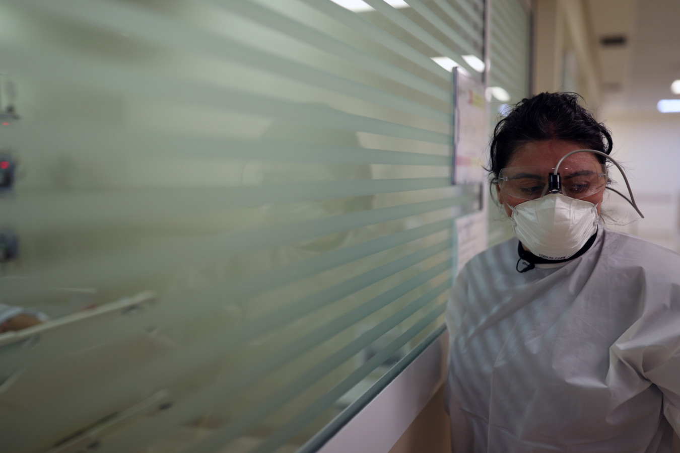 Les moins de quarante ans contaminés par le coronavirus en soins intensifs, désormais au nombre de plus de 11.000, sont devenus majoritaires (52,2%) au mois de mars, a dit le coordinateur de l'étude de l'AMIB, le Dr Ederlon Rezende.
