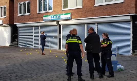 De politie deed onderzoek bij de Johan Huizingalaan in Amsterdam nadat er een explosief werd gevonden.