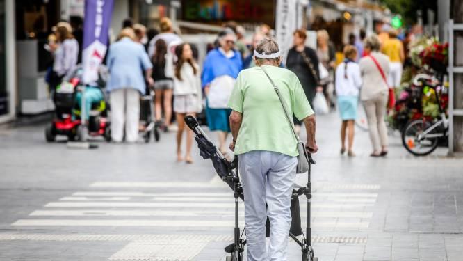 """Koksijde spant de kroon met vaccinatiegraad van ruim 33 procent: """"Met dank aan onze oudere bevolking"""""""