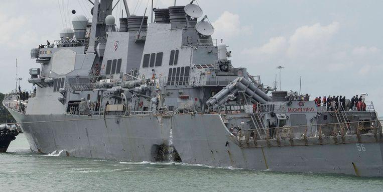 De Amerikaanse torpedobootjager USS John S. McCain werd gisterenmorgen aan de achterzijde geraakt door de tanker Alnic MC. Beeld ap