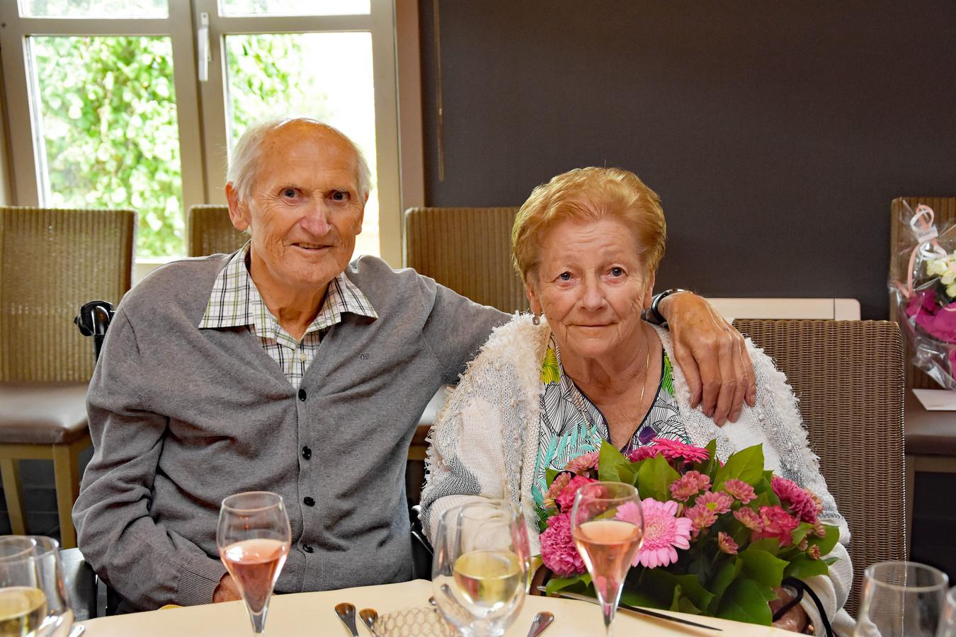 Het huwelijksbootje van Frans en Liliane vaart 60 jaar.