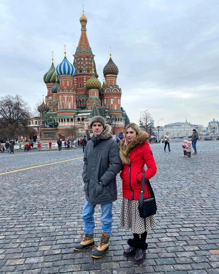 Vader en dochter in Moskou, waar hij op een onorthodoxe manier van zijn verslaving probeerde af te raken. Beeld INSTAGRAM