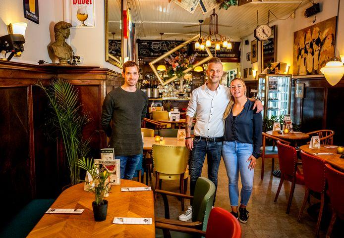 Grand Café Central: Loek Meerding (bediening) en Jill en Sander Letschert (eigenaren)