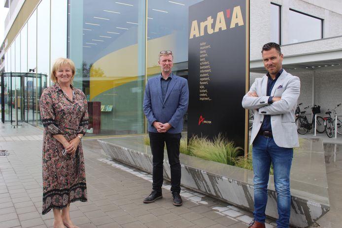 Schepen Herlinde Trenson, directeur Filip Demeyere en schepen Kristof De Blaere hopen de deuren van ArtA'A snel weer helemaal open te mogen gooien.