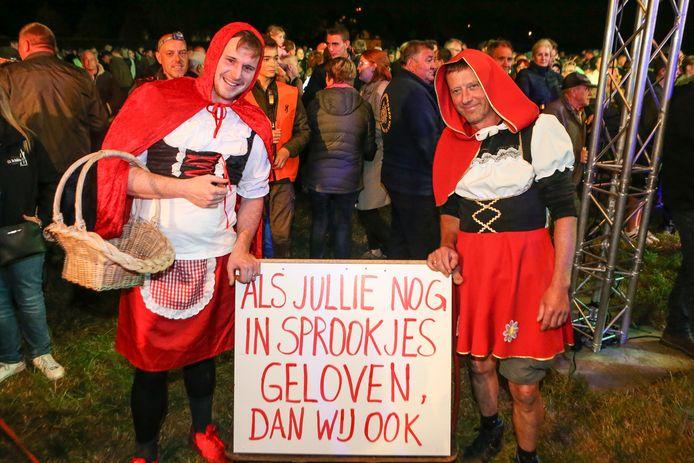 Sommigen wandelaars verkleedden zich zelfs als roodkapje om een duidelijke statement te maken in Oudsbergen.