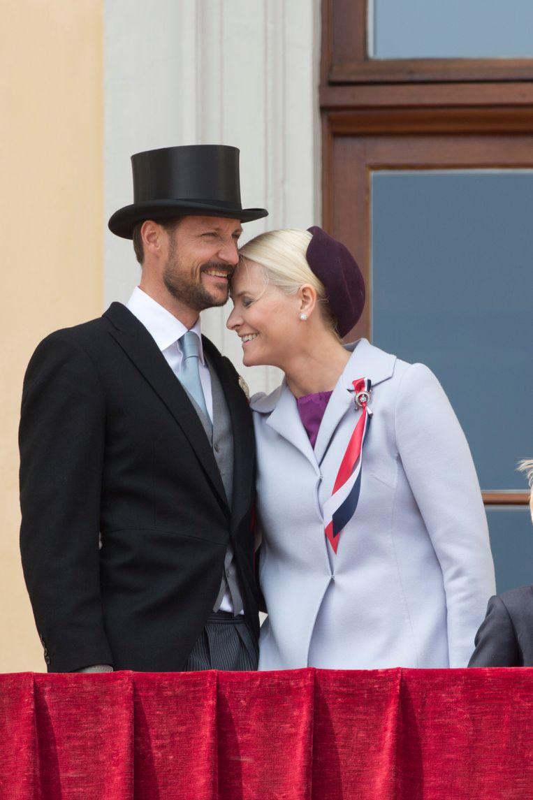 Kroonprinses Mette-Marit met kroonprins Haakon van Noorwegen op de Noorse nationale feestdag op 17 mei 2013. Beeld UK Press via Getty Images