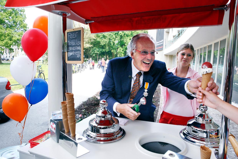 Italo de Lorenzo, eigenaar van de voormalige ijskiosk Venezia, werd in 2011 Ridder in de Orde van Oranje-Nassau.  Beeld Jorgen Caris