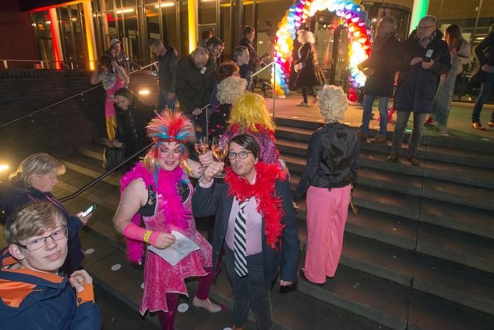 Dragqueens- en kings sloten woensdagavond het Roze Jaar af tijdens de Osse Kwis.