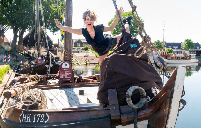Ellen ten Damme was in juni een week te gast bij de Botterstichting om mee te helpen en hier een lied over te schrijven.
