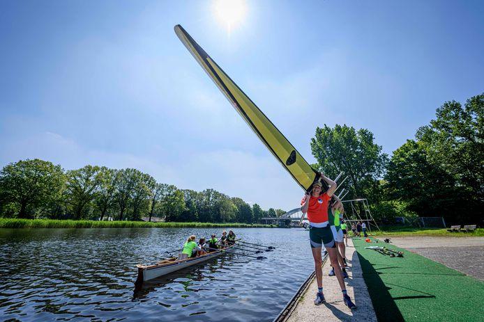 Mooi weer, kanaalwater en zin in sporten. Amycus is klaar voor de wedstrijd van komende zondag.