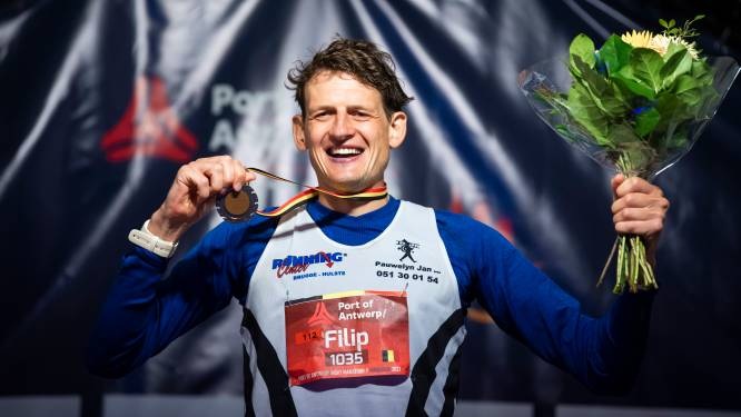 """Filip Vercruysse kroont zich tot Belgisch kampioen marathon: """"Een jongensdroom die uitkomt"""""""