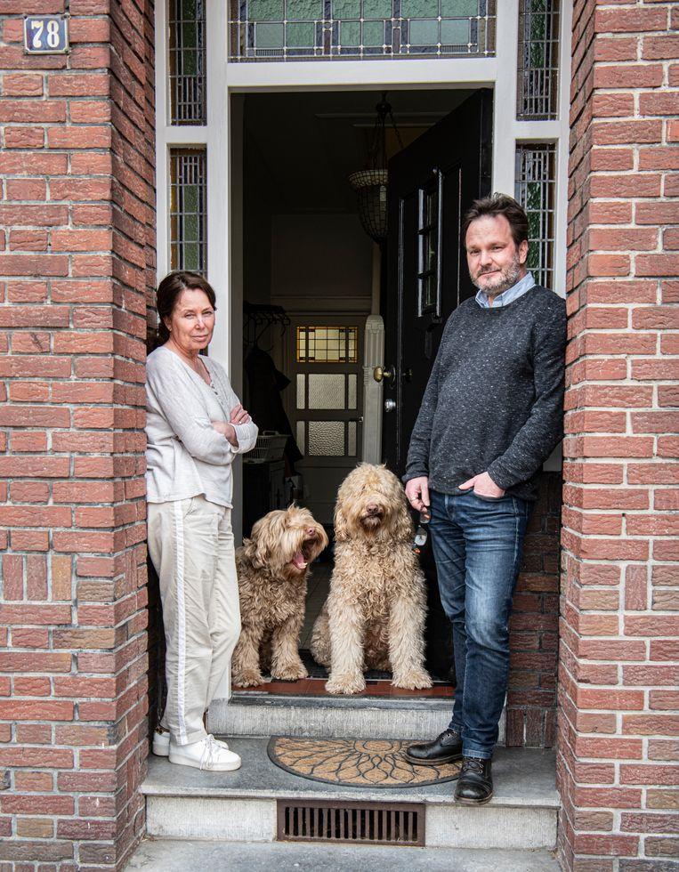 Suzan Storch (die de bijwerking kreeg en bijna overleed) en haar man Frans Aerdts.  Beeld Koen Verheijden