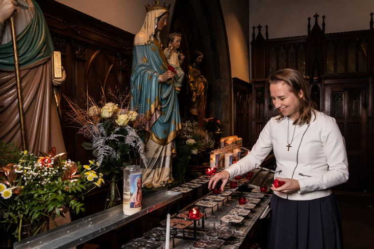 Isabella Wijnberg in de voormalige schuilkerk De Papegaai: 'Ik vond de katholieke kerk een totaal achterhaald concept.' Beeld Dingena Mol
