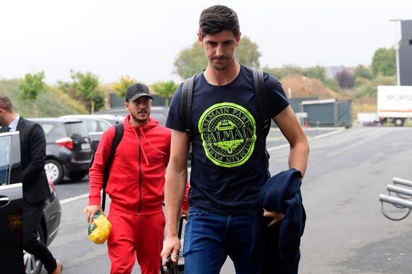 Courtois en Hazard bij hun aankomst maandag in Tubeke.