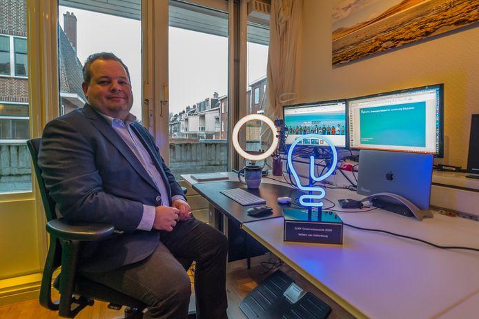 Willem van Valkenburg, directeur van de Extension School op de TU Delft, is blij met de erkenning en met de prijs die hij heeft gekregen.