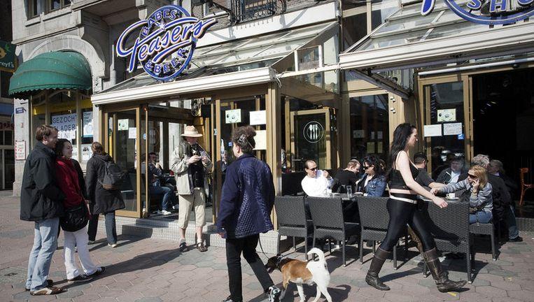Blootcafé' Teasers maakt plaats voor een winkelgalerij die doorloopt naar de Nieuwendijk. Foto Dingena Mol Beeld