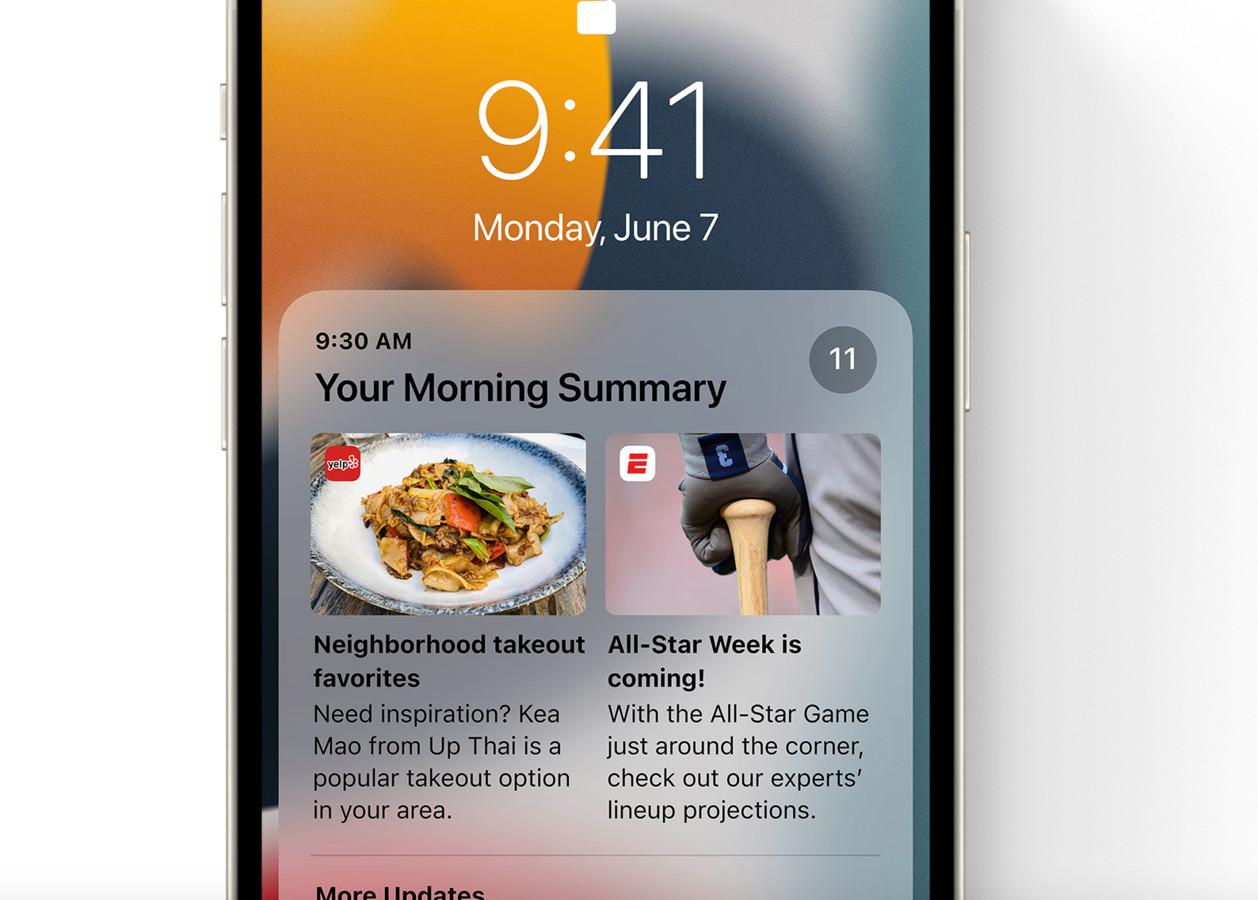 iOS 15 bundelt notificaties in een ochtendoverzicht.