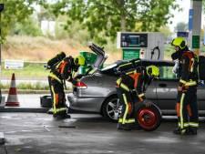 Auto lekt gas bij de pomp; tankstation ontruimd