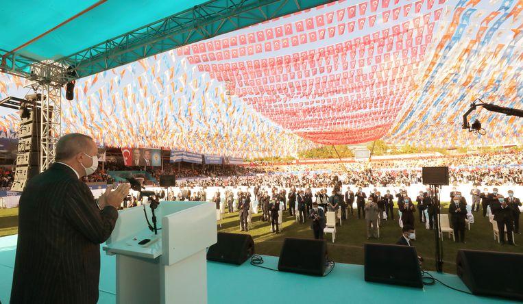 President Erdogan tijdens een campagnebijeenkomst. Beeld AP