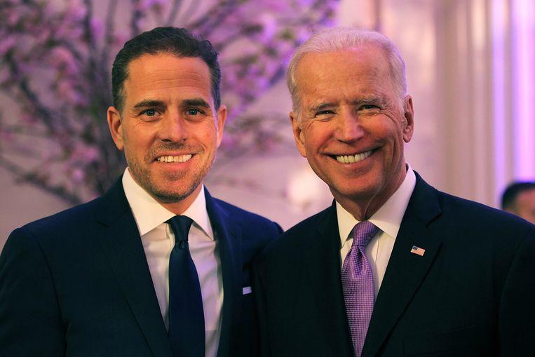 Joe Biden (R) met zijn zoon Hunter. Beeld Getty Images North America