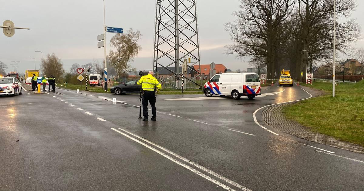 Meisje overlijdt na ongeluk op 'gevaarlijk kruispunt' bij N348 in Deventer: 'Vreselijk dit'.