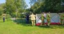 Hulpverleners plaatsen een scherm in een speeltuin waar een man om het leven is gekomen. Het slachtoffer overleed aan de gevolgen van een mishandeling