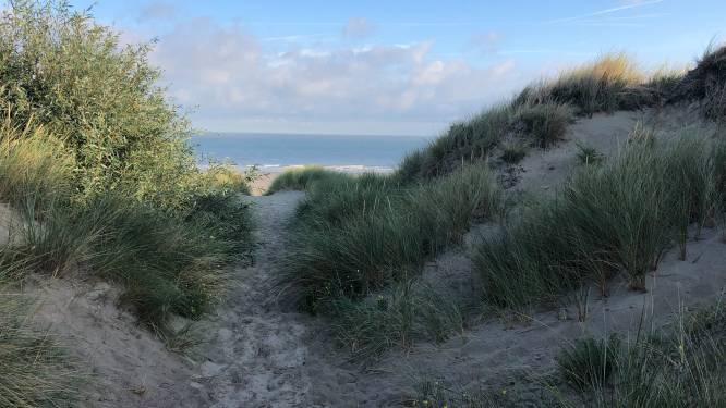 Zestiger riskeert maand cel omdat hij naakt in de Bredense duinen lag te zonnen