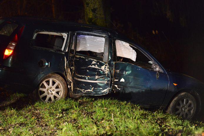 Auto van de weg geraakt in Breda.