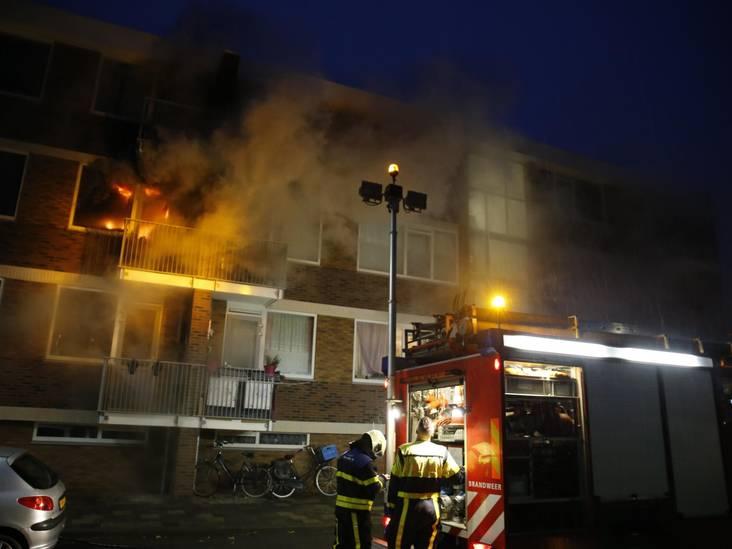 Woning in brand in Oosterhout, brandweer rukt massaal uit