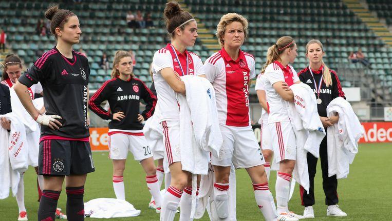 Teleurgestelde gezichten bij de Ajax-vrouwen Beeld Pro Shots/ Remko Kool
