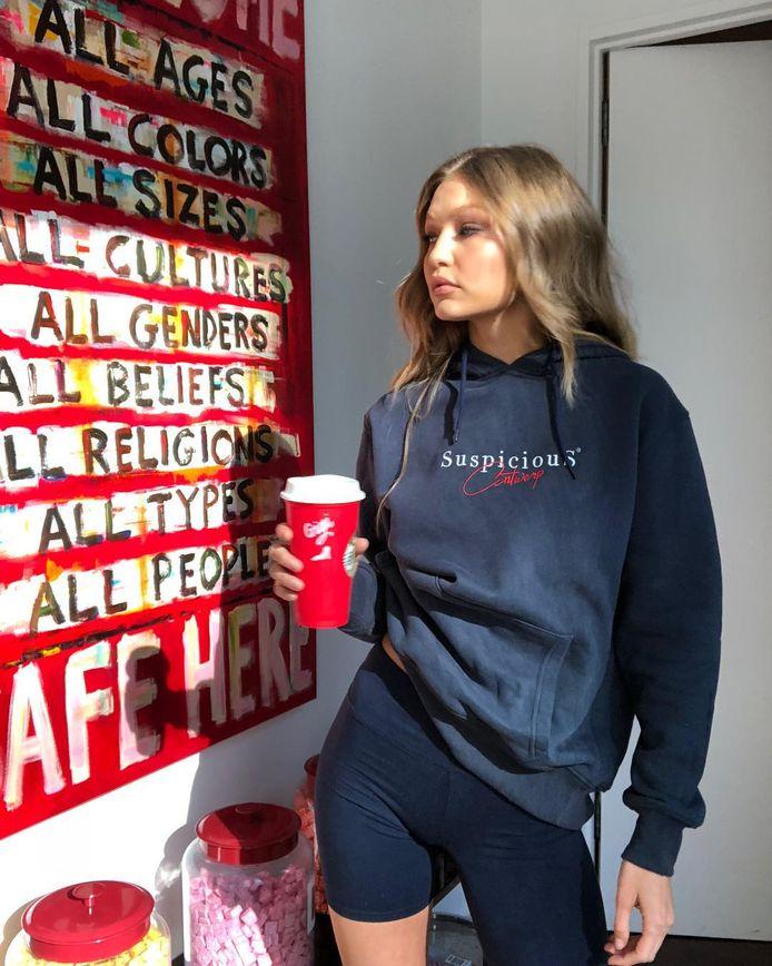 Gigi Hadid met trui van Suspicious Antwerp
