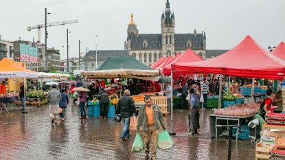 Stad deelt herbruikbare tassen uit op donderdagse markt