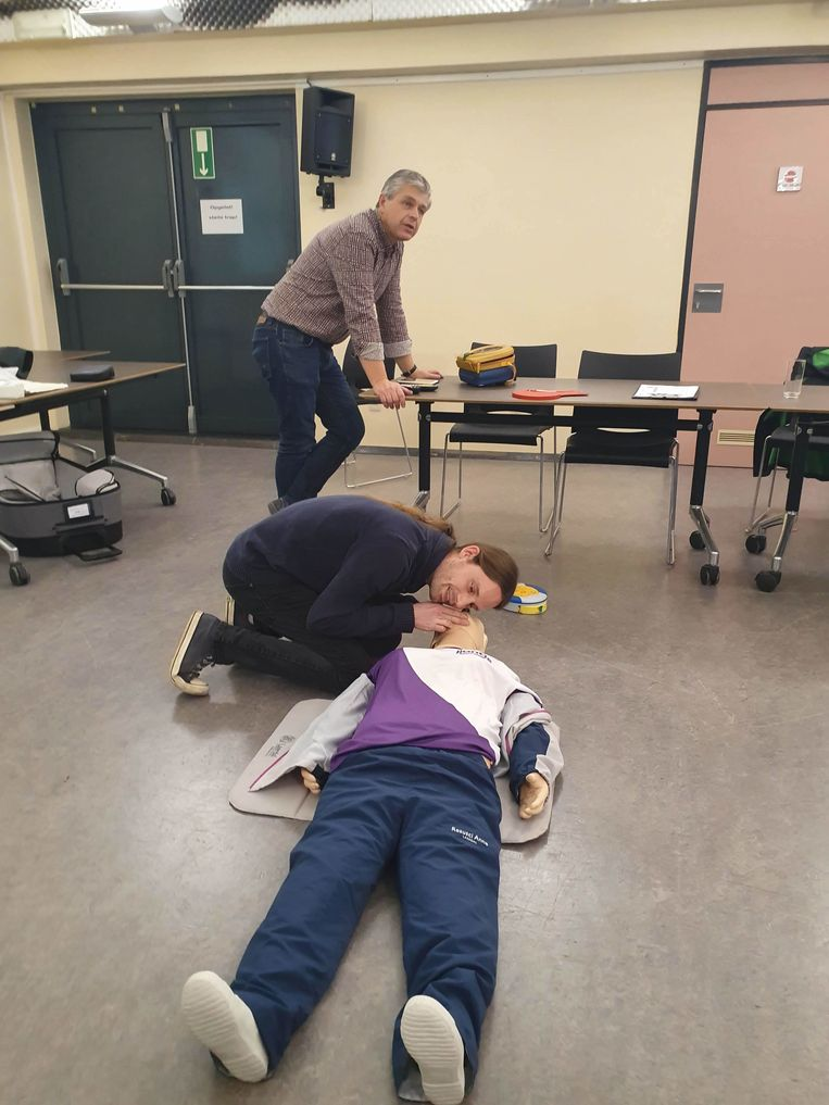 Het gemeentepersoneel van Wetteren leert levens redden.