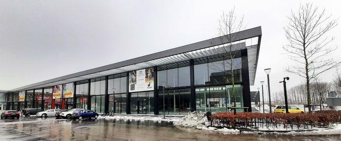 Hier landt Mediamarkt, in het opvallende glazen gebouw langs de Markiezaatsweg