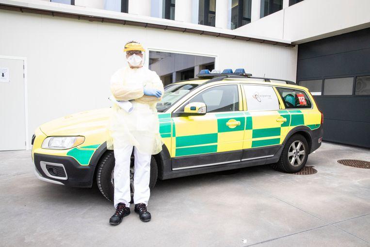 Op de spoeddienst van het AZ Groeninge in Kortrijk is het rustiger dan normaal, zegt hoofdverpleger Karel De Caluwé. Beeld rv/Annelies Feys