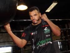 Tarik Khbabez blijft ongeslagen en wil wereldtitel