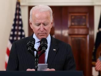 """Biden over half miljoen coronadoden: """"Hartverscheurende mijlpaal"""""""