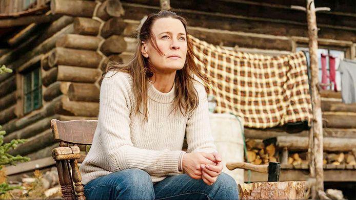 Robin Wright regisseert en speelt de hoofdrol in Land.