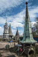 Op het terrein van Stolwerk Sloopwerken bevinden zich vier torenspitsen.