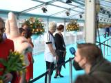 Kandidaten Eurovisie Songfestival op turquoise loper