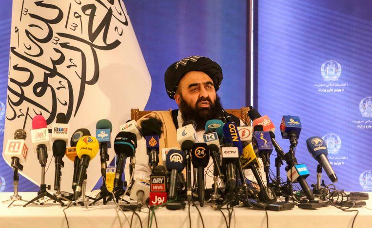 Amir Khan Muttaqi, de Minister van Buitenlandse Zaken van de Taliban op een persconferentie. Beeld EPA