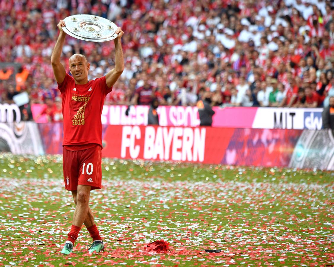 Arjen Robben met kampioensschaal in 2019.