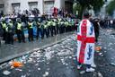 Ook bij de fanzone bij Trafalgar Square is het onrustig.