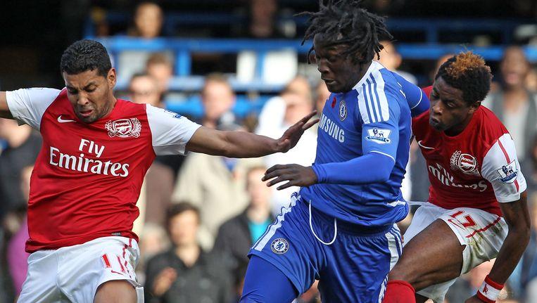 André Santos (l), hier in duel met Romelu Lukaku (archief) Beeld AFP