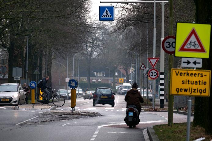 De oversteekplaats aan de Bilderdijkstraat is één van de vier punten die aangepakt wordt.