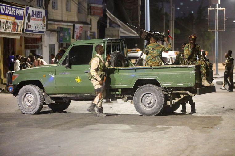 Veiligheidspersoneel patrouilleert in hoofdstad Mogadishu na een bomaanslag vorige week.  Beeld REUTERS